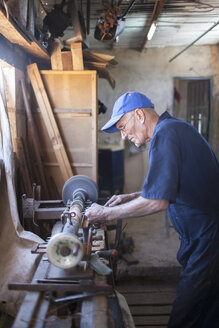 Cuba, Matanzas, Jaguey Grande, woodworker at his workshop - NN000086