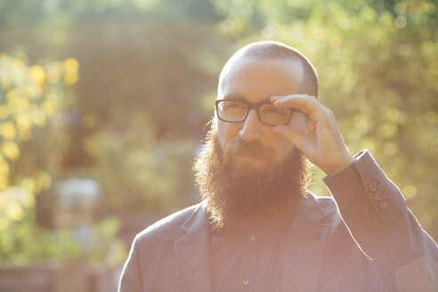 Portrait of beared man wearing glasses - FX000074