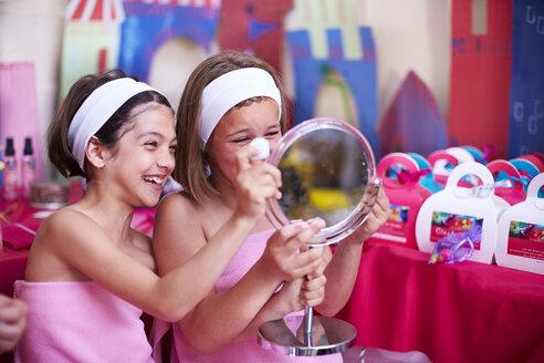 Two girls on a beauty farm looking in mirror - ZEF001379