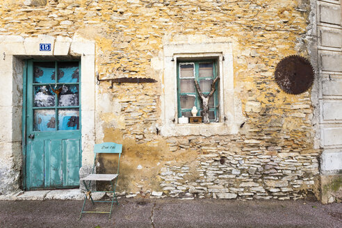 France, Villes-sur-Auzon, Old house, entrance door and chair - MKL000036