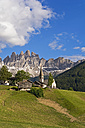 Italy, South Tyrol, Vilnoess Valley, View to church of St. Magdalena, Geisler group in the background - UMF000735