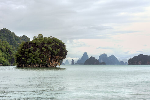 Thailand, Phang Nga bay, rock near Koh Phanak - WEF000254