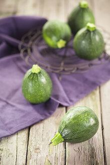 Round courgettes on cloth and wood - SBDF001341