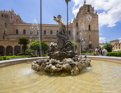 Italy, Sicily, Province of Palermo, Monreale, Cathedral Santa Maria Nuova and fountain in the foreground - AMF002969