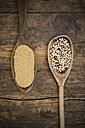 Wooden spoons of organic amaranth, Amaranthus, and organic quinoa grains, Chenopodium quinoa - LVF002043