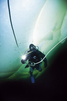 Russia, Arctic Circle Dive Centre, polar circle, ice diver - GNF001294