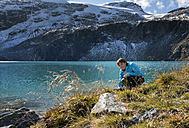 Austria, Salzburg State, Pinzgau, woman at Weisssee mountain lake - MKFF000131