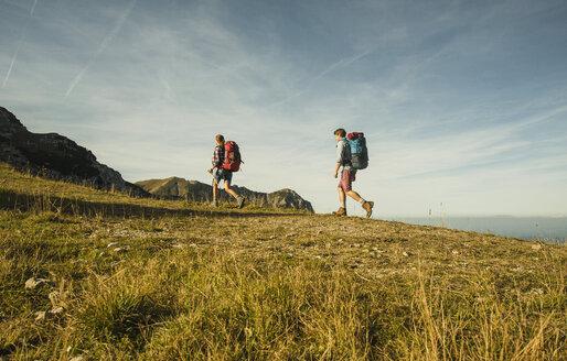 Austria, Tyrol, Tannheimer Tal, young couple hiking - UUF002166