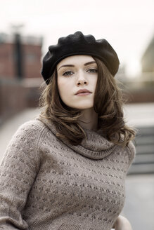 Portrait of young woman wearing beret and knitted dress - GDF000499