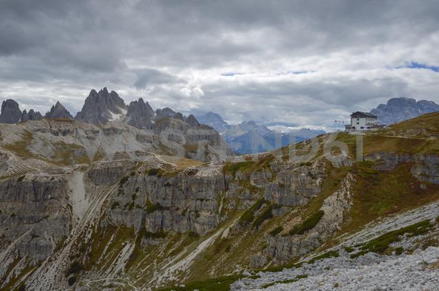 Italy, Veneto, Dolomites, Mountain scenery at the Tre Cime di Lavaredo area - RJ000320
