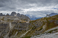 Italy, Veneto, Dolomites, Mountain scenery at the Tre Cime di Lavaredo area - RJ000320
