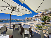 Italy, Sicily, Province of Trapani, Fishing village Castellammare del Golfo, Restaurant at beach - AM002995