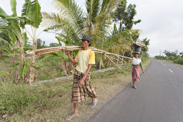 Indonesia, Lombok, man and woman gathering wood - NNF000052
