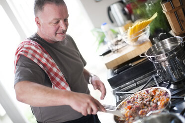 Man cooking in kitchen - ZEF007932