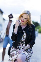 Portrait of fashionable smiling blond woman - DAWF000226