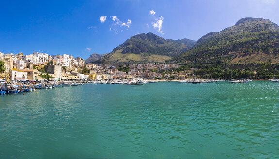 Italy, Sicily, Province of Trapani, Fishing village Castellammare del Golfo, Harbour, Panorama - AMF003036