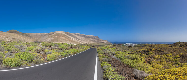 Spain,Canary Islands, Lanzarote, coastal road near Costa Teguise - AMF003097