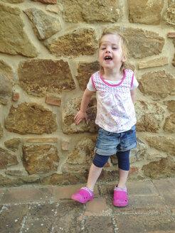 little girl laughing - GSF000905