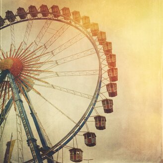 Germany, Munich, Ferris wheel at the October Fest - GSF000912