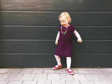 Little girl dancing - GSF000921