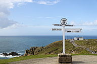 United Kingdom, England, Cornwall, Land's End, Cornish cliff coast, Signpost - FRF000053