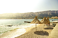 Croatia, Krk, Baska, beach with sunshades - PUF000165