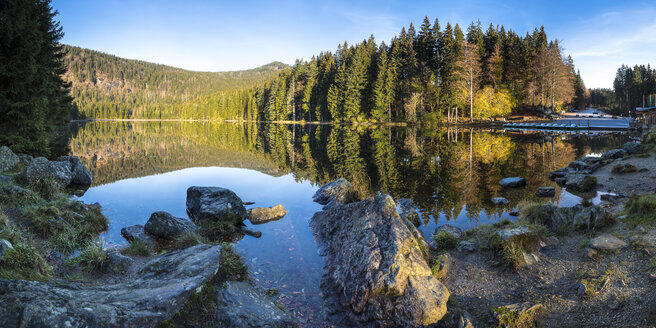 Germany, Bavaria, Bavarian Forest National Park, Lake Grosser Abersee in autumn - STSF000552