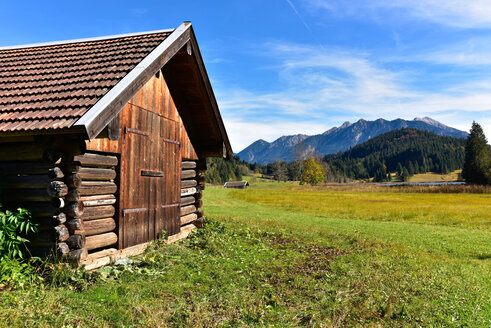 Germany, Bavaria, Allgaeu, barn near Geroldsee - FDF000080