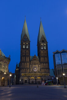 Germany, Bremen, view to Bremen Cathedral by night - SJF000123