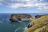 United Kingdom, England, Cornwall, Tintagel, View to Tintagel Castle - FRF000088