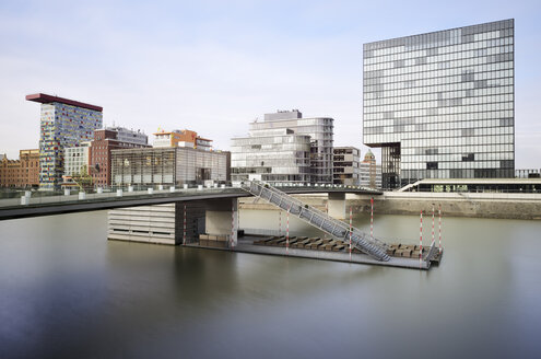 Germany, North Rhine-Westphalia, Duesseldorf, view to Media harbour with Grand Hyatt Hotel - GUFF000008