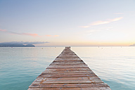 Spain, Balearic Islands, Majorca, jetty leads out to the sea - MSF004335