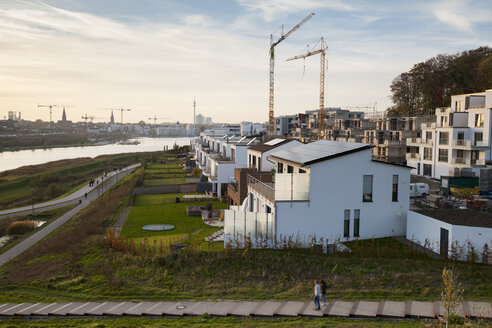 Germany, North Rhine-Westphalia, Dortmund-Hoerde, Phoenix Lake, development area in the evening - WIF001149