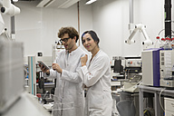 Scientists working with tablet computer in analytical laboratory - FKF000886