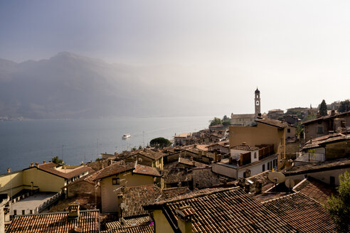 Italy, Lombardy, Brecia, Limone sul Garda, View over rooftops of the city - LVF002185
