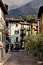 Italy, Veneto, Malcesine, Piazza Pallone - LVF002171
