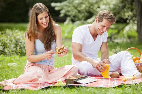 Happy couple having a picnic in park - CvK000193
