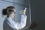 Young scientist working in a lab - SGF001035