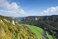 Germany, Baden Wuerttemberg, Sigmaringen District, Upper Danube Nature Park, View of Upper Danube Valley in autumn - ELF001410