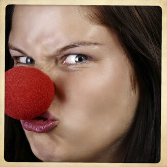 Portrait of angry woman with clown's nose - HOHF001111
