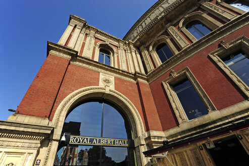 UK, London, entrance to the  Royal Albert Hall - MIZF000659