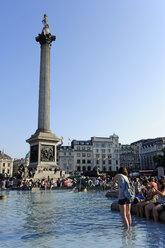 UK, London, Trafalgar Square with Nelson's Column and fountain - MIZ000698