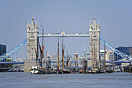 UK, London, historic sailing ships on the River Thames and Tower Bridge - MIZF000685