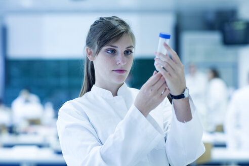 Young female natural scientist working at microbiology laboratory - SGF001010