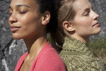 Two sunbathing women, close-up - FSF000376