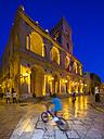 Italy, Sicily, Province of Trapani, Marsala, Old town, Piazza della Repubblica, Via XI Maggio, Palazzo VII Aprile in the evening - AMF003239