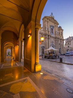 Italy, Sicily, Marsala, cathedral San Tomaso di Canterbury at blue hour - AMF003250