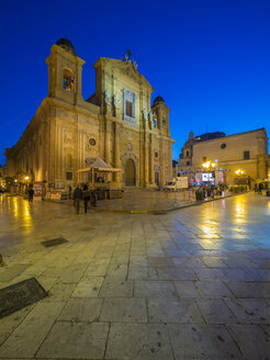 Italy, Sicily, Marsala, cathedral San Tomaso di Canterbury at blue hour - AMF003248