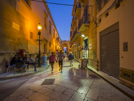 Italy, Sicily, Province of Trapani, Marsala, Old town, Lane in the evening - AM003240