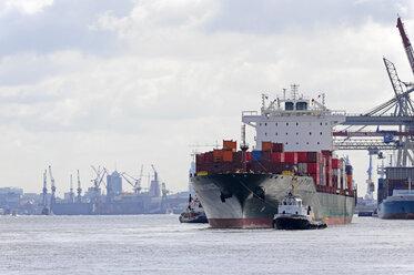 Germany, Hamburg, Waltershof, cargo ship on River Elbe - MIZ000728